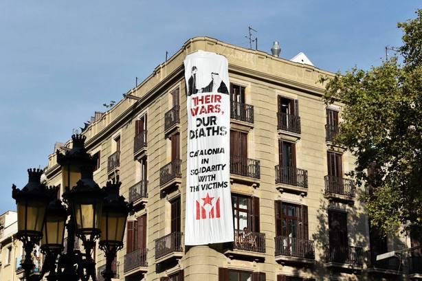 La Fiscalía estudia el alcance penal de la colocación de la pancarta contra el Rey el 17A