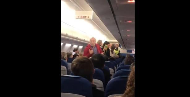Echan de un vuelo a una pareja de ancianos españoles por no entender inglés