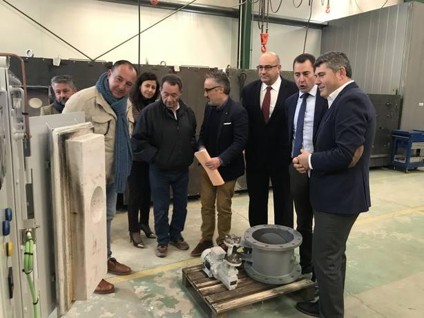 Ovidio Rodeiro estuvo acompañado del alcalde de Valdoviño en la visita a DETEGASA