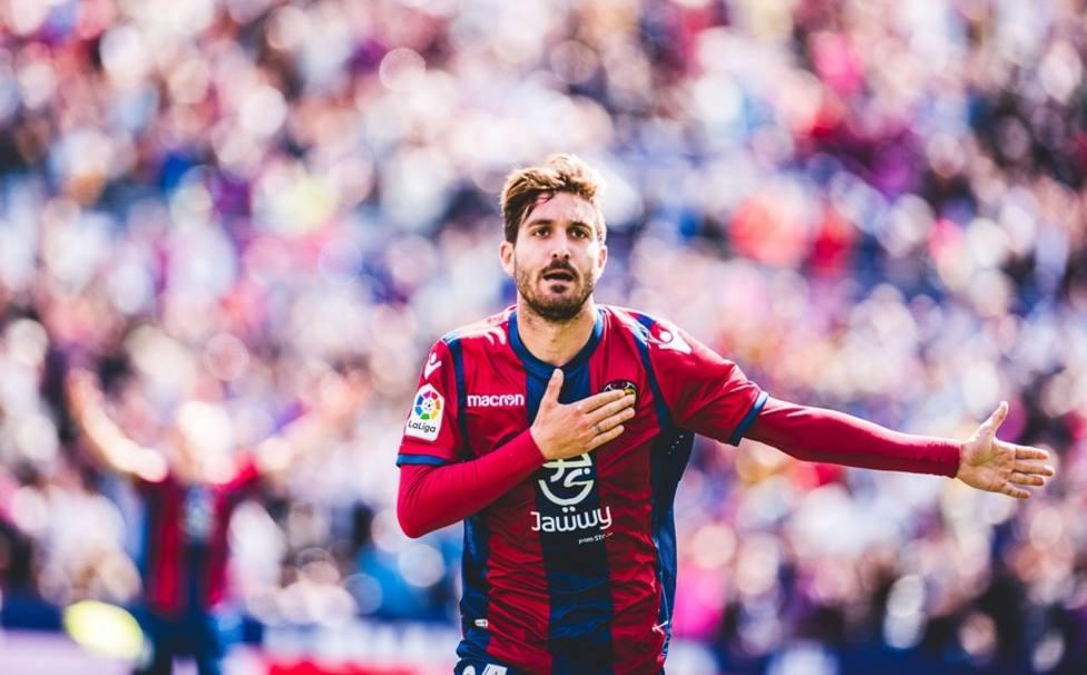 Campaña celebra un gol con el Levante UD