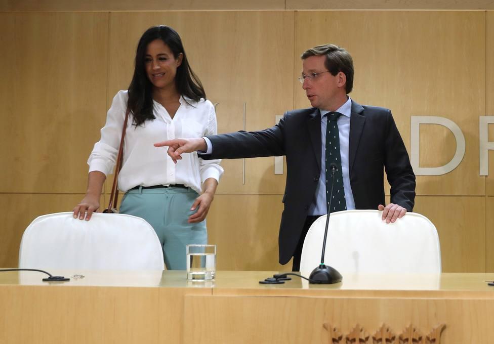 Martínez-Almeida retira las pancartas contra la violencia machista de los edificios municipales