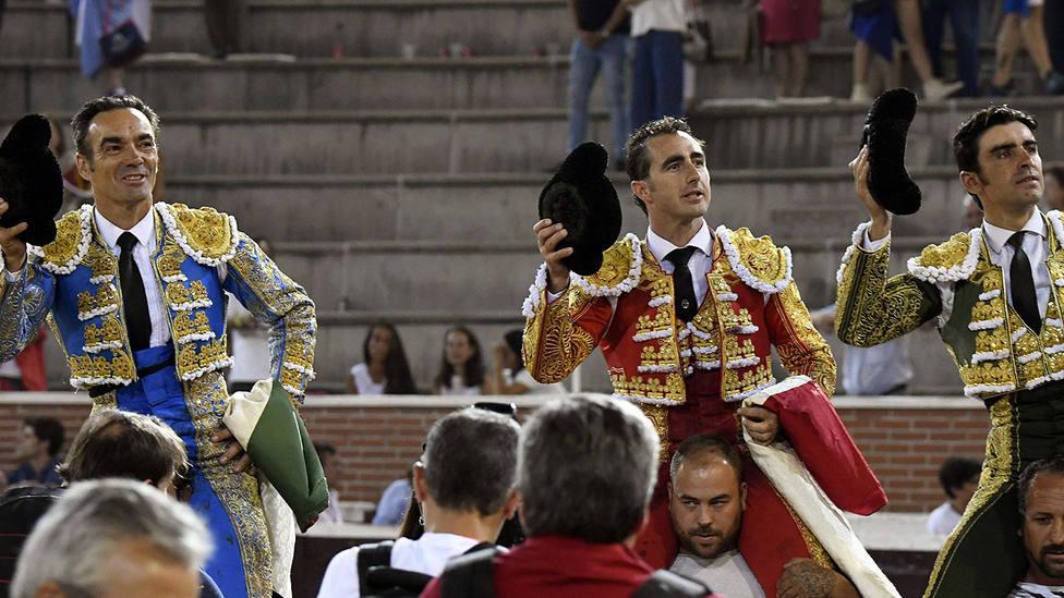 El Cid, El Fandi y Miguel Ángel Perera, en su salida a hombros en San Sebastián de los Reyes