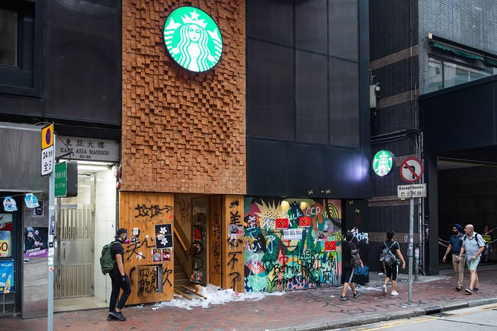 Starbucks cierra más de 2.000 cafeterías en China por el coronavirus