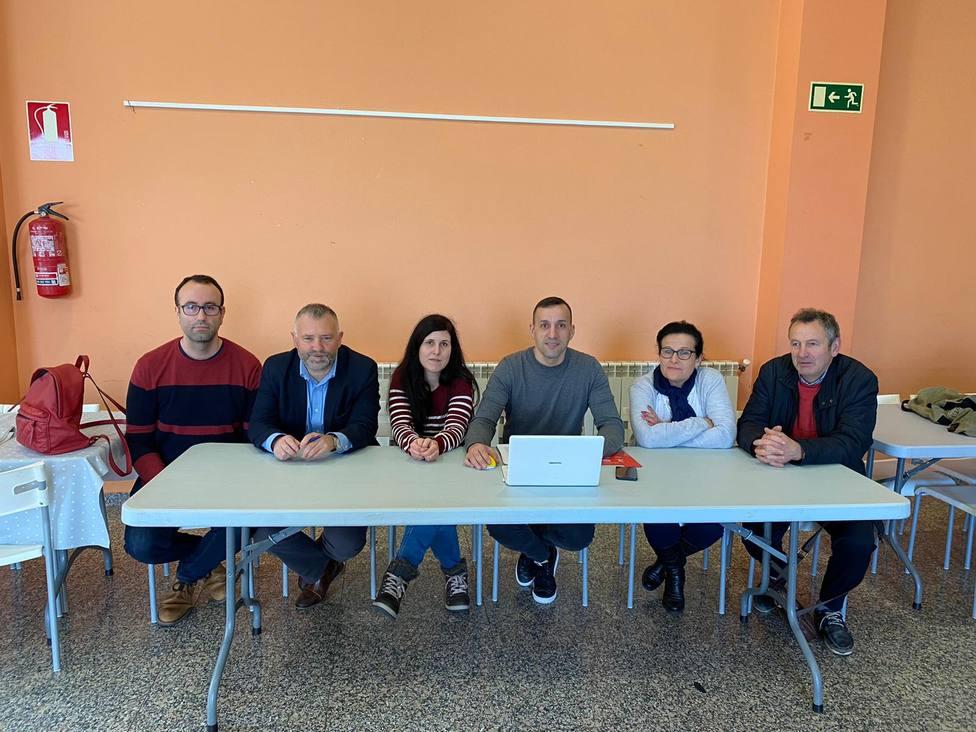 Integrantes de la nueva asociación Ágora con sede en Narón