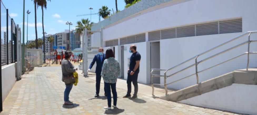 Canarias notifica 14 brotes activos con 151 positivos, la mitad de pateras