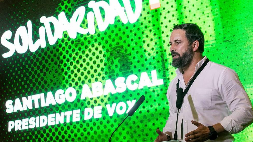 La sugerencia del sindicato de Vox a UGT por limpiar la estatua de Largo Caballero que incendia las redes