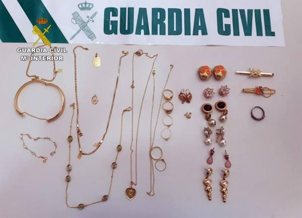 Dos detenidos por robar joyas en una casa de Villanueva aprovechando que uno era familiar de las víctimas
