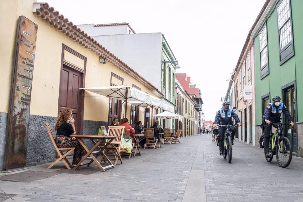 La Laguna autoriza a bares y restaurantes el uso de mesas y sillas en la vía pública