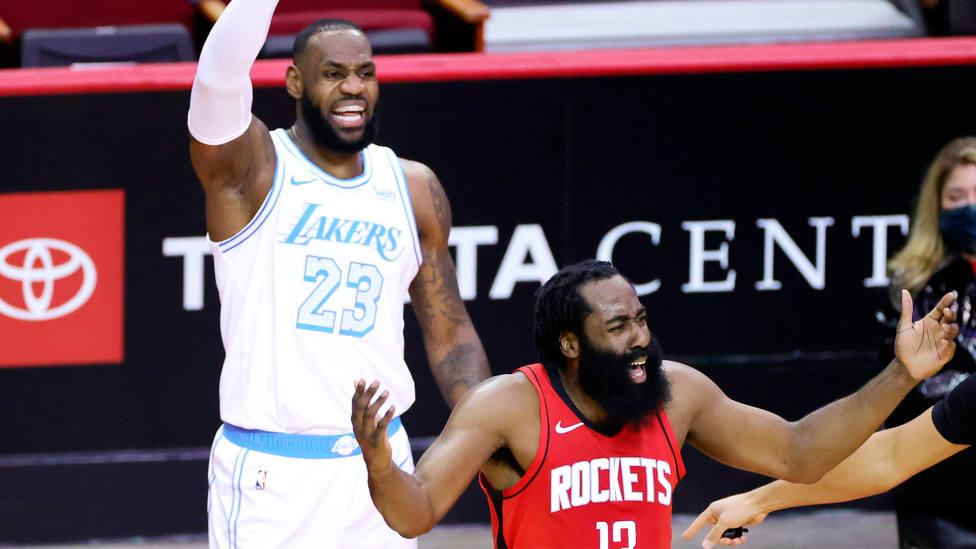 James Harden y LeBron James, durante el partido entre Houston Rockets y Los Angeles Lakers. CORDONPRESS