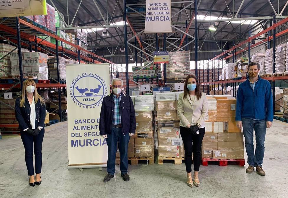 El Banco de Alimentos del Segura en Murcia recibe una entrega por parte de Ana Belén Martínez, Directora regional de Relaciones Externas de Mercadona.
