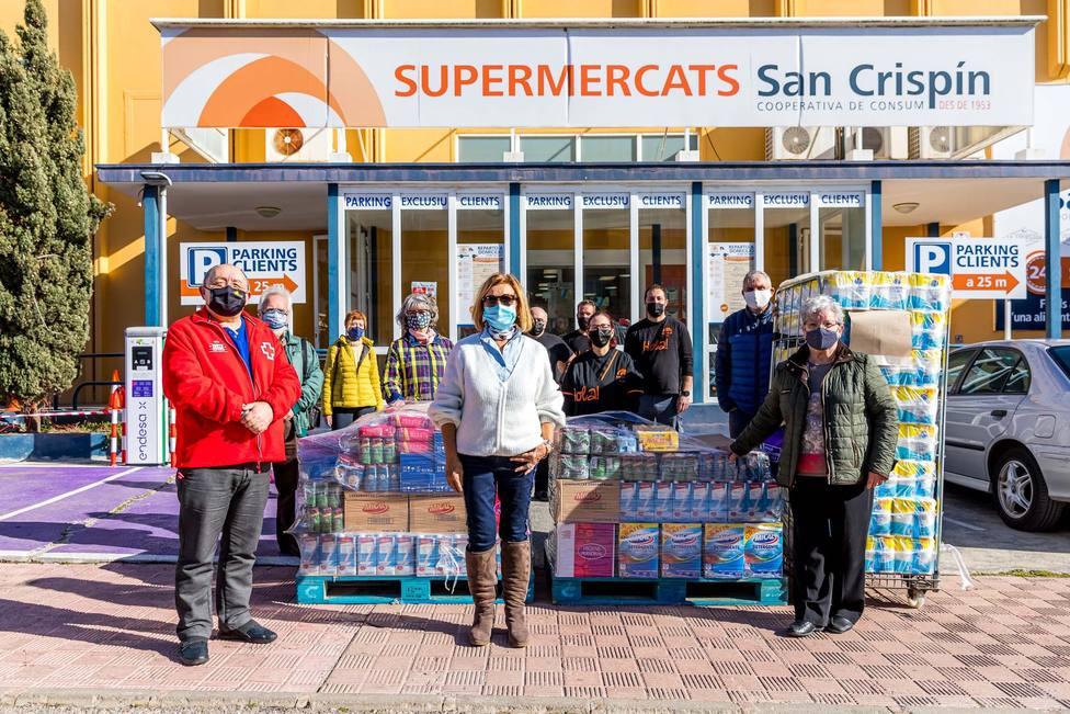 Los socios de San Crispín hacen donación de una tonelada de productos