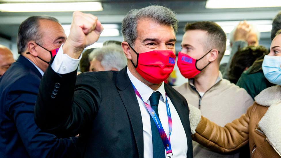 Joan Laporta celebra la victoria en las elecciones a la presidencia del Barcelona en 2021