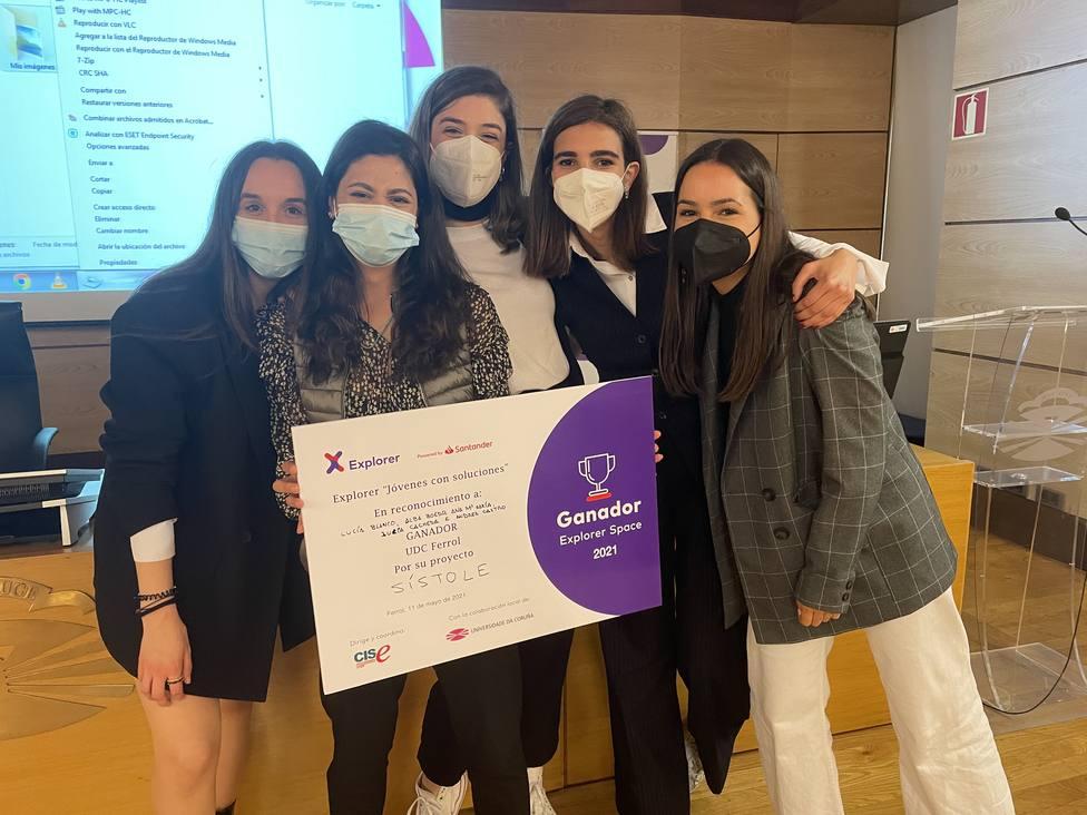 Alumnas del tercer curso del grado en Gestión Industrial de la Moda, creadoras del wearable Sístole. UDC