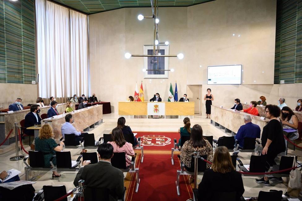 Almería.-El alcalde defiende el estado de ánimo bueno de la ciudad frente al escenario apocalíptico de la oposición