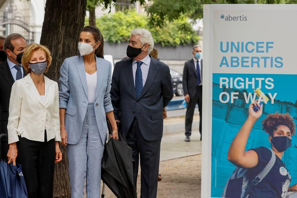 La Reina Letizia visita la exposición conmemorativa del 75º aniversario de Unicef en Madrid