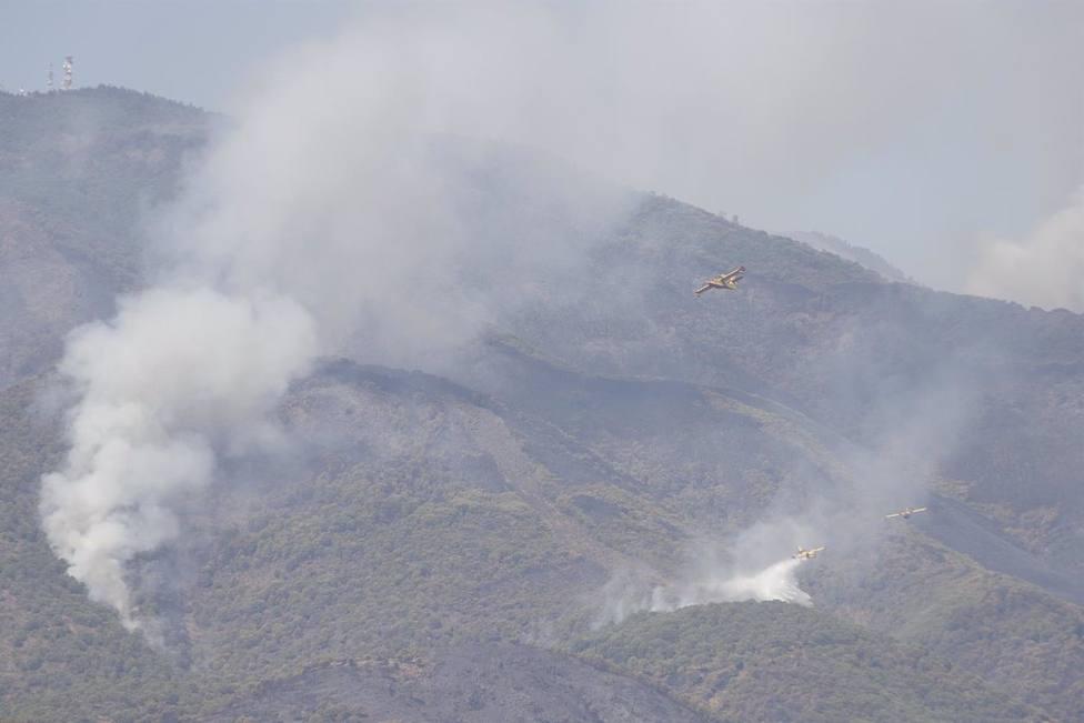 Un helicóptero del Plan Infoca sufre un accidente durante la extinción del fuego sin daños a sus 19 ocupantes