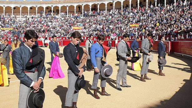 Minuto de silencio en memoria de Dámaso González antes de comenzar el festival del Cotolengo en Albacete