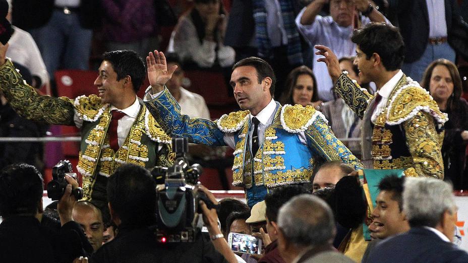 Sergio Flores, Enrique Ponce y Luis David, en su salida a hombros en La México