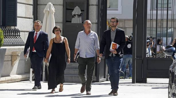 Compromís acusa a PP y Cs de mentir, emponzoñar y revolcarse en la mierda para tumbar al Gobierno Sánchez
