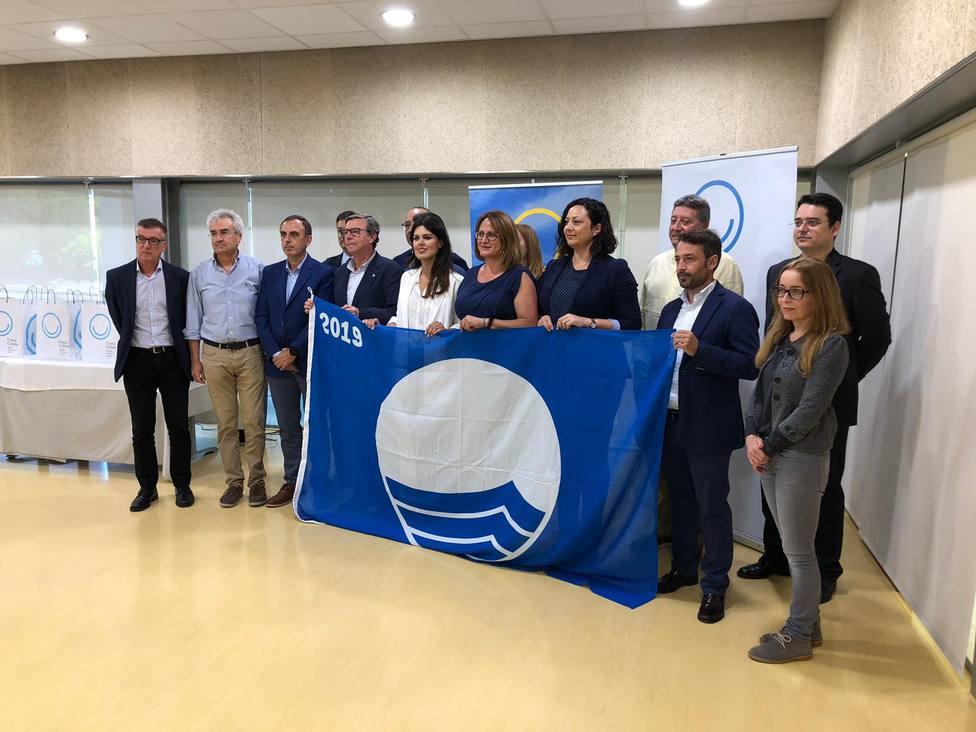 La Fundación para la Educación Medioambiental entrega a la Cala de Calnegre la Bandera Azul