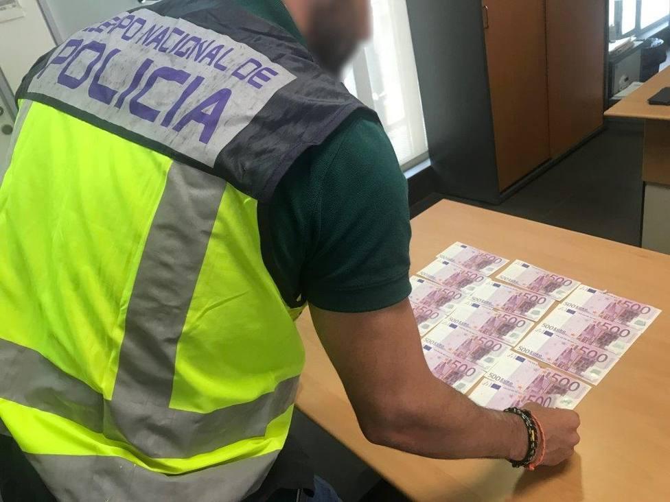 Sucesos.- Dos jóvenes detenidos por estafar a un casino de Alicante más de 7.000 euros con billetes falsos