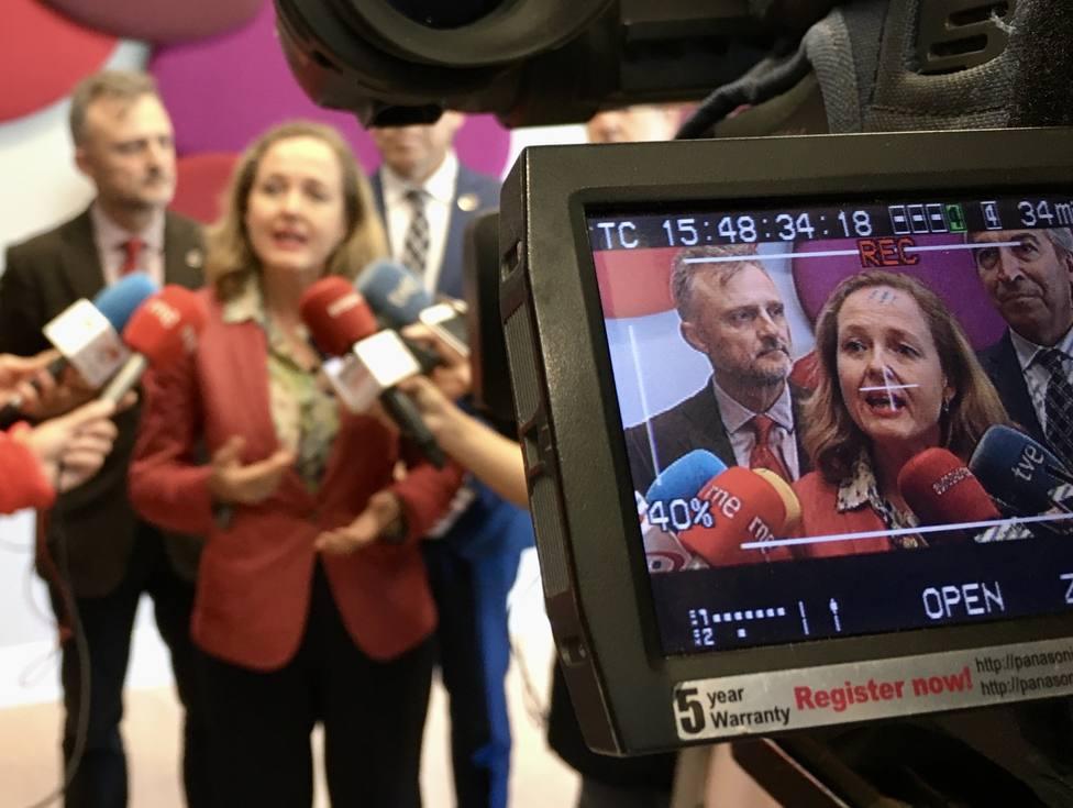 Calviño sostiene que las previsiones de la Comisión confirman que España sigue en una fase expansiva