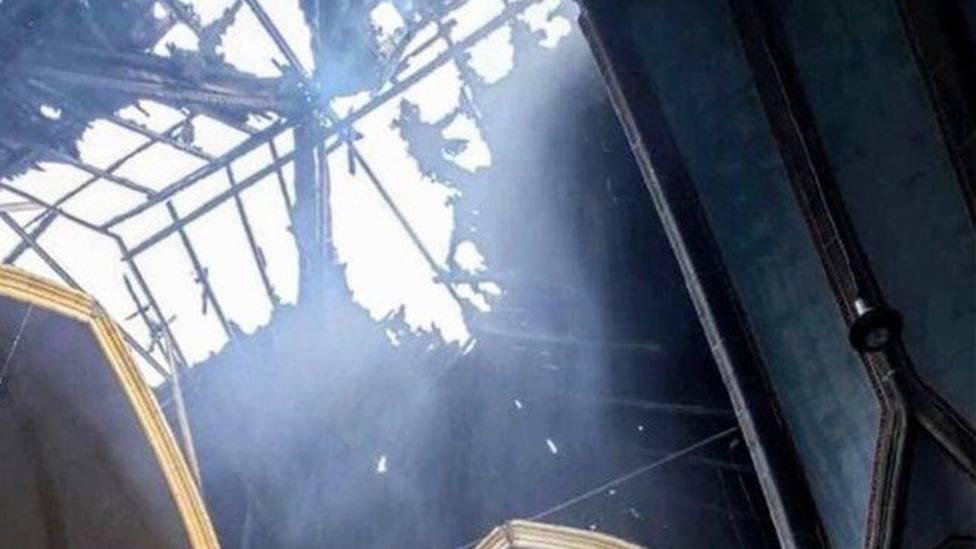 Los bomberos sospechan que el incendio que ha destrozado la Catedral de Malabo fue intencionado