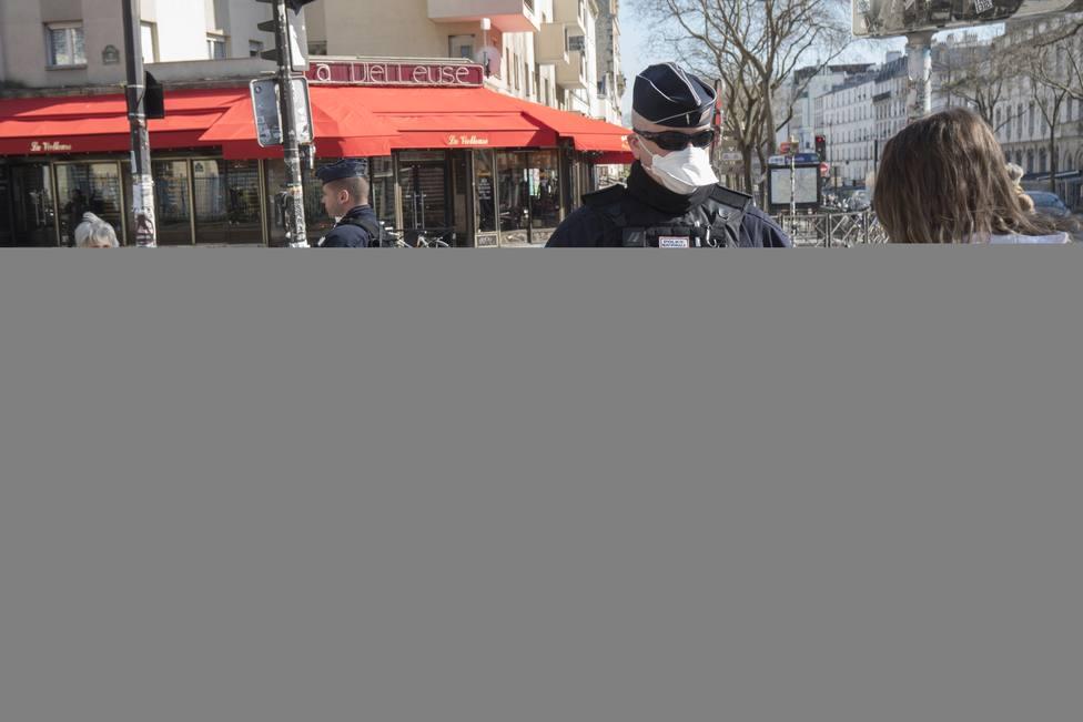 Los policías franceses amenazan con no vigilar el confinamiento si no reciben mascarillas