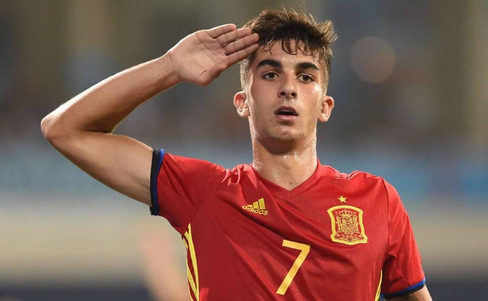 Ferran hace el saludo militar para celebrar un gol