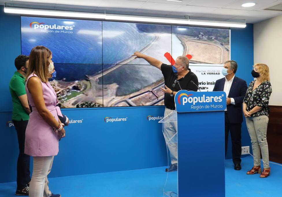 Bernabé asegura que el Gobierno no retirará los residuos de la bahía de Portmán