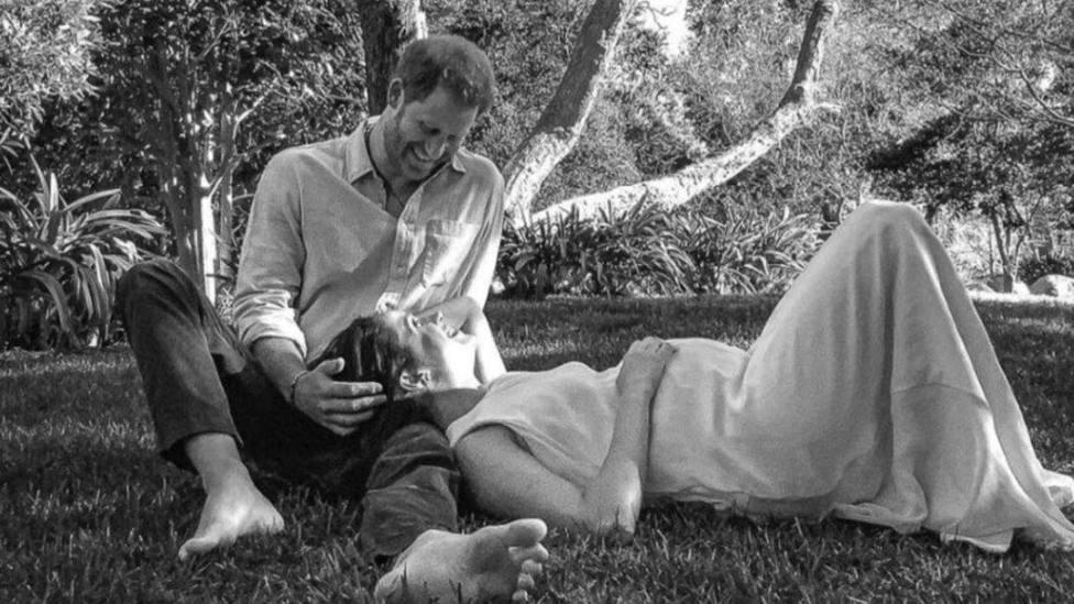Fotografía con la que los Duques de Sussex han anunciado que esperan su segundo hijo