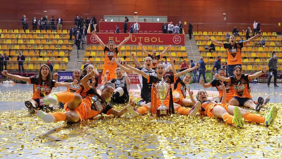 La jugadoras del Pescados Rubén Burela FSF celebran el título de Copa de la Reina