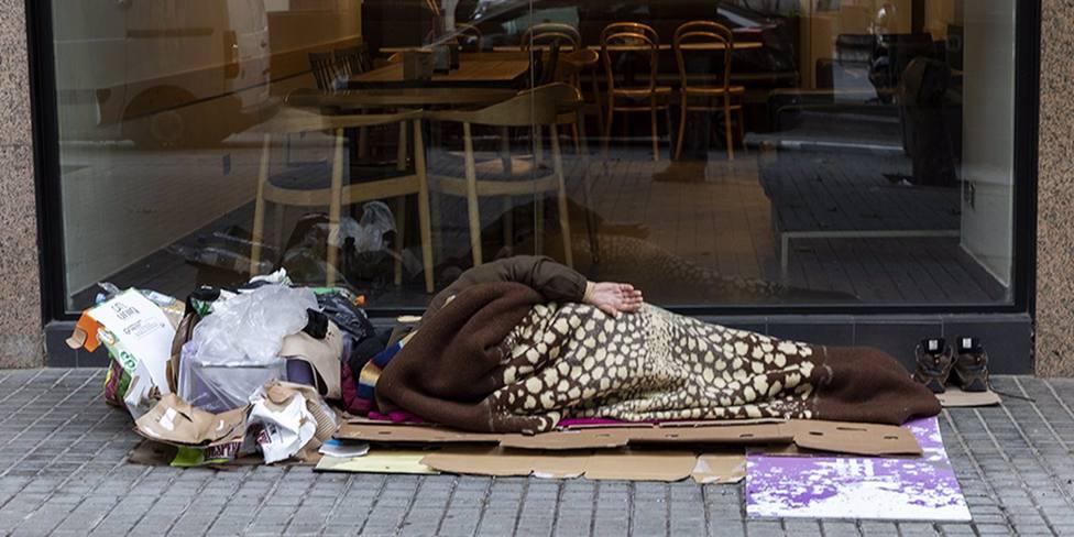 Entidades y voluntarios organizan el primer recuento de personas sin hogar en LHospitalet (Barcelona)