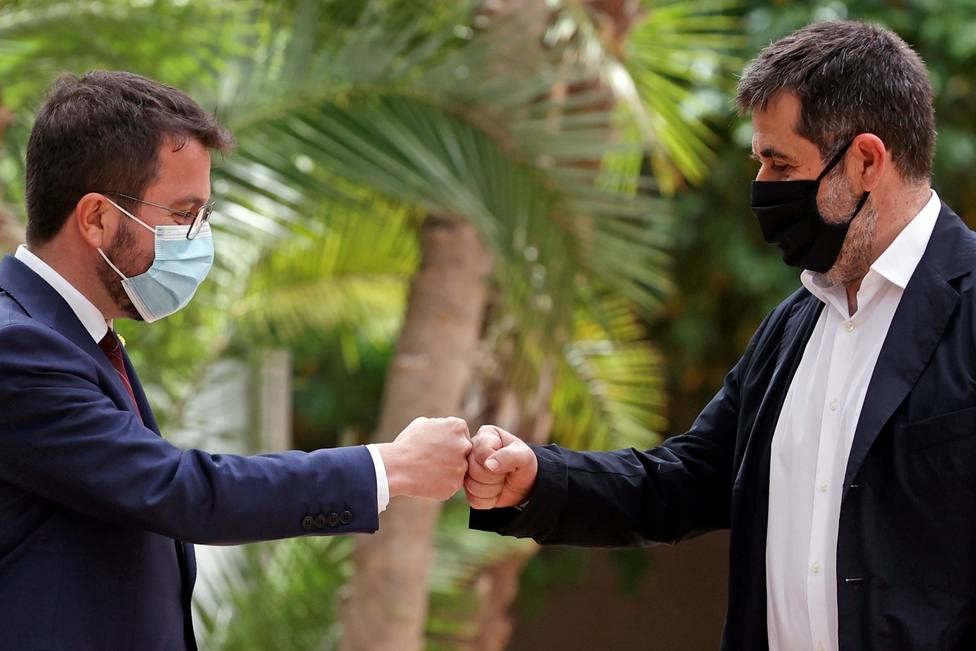 Cataluña, a punto de formar gobierno tras un acuerdo sellado entre rejas y con el visto bueno de Puigdemont