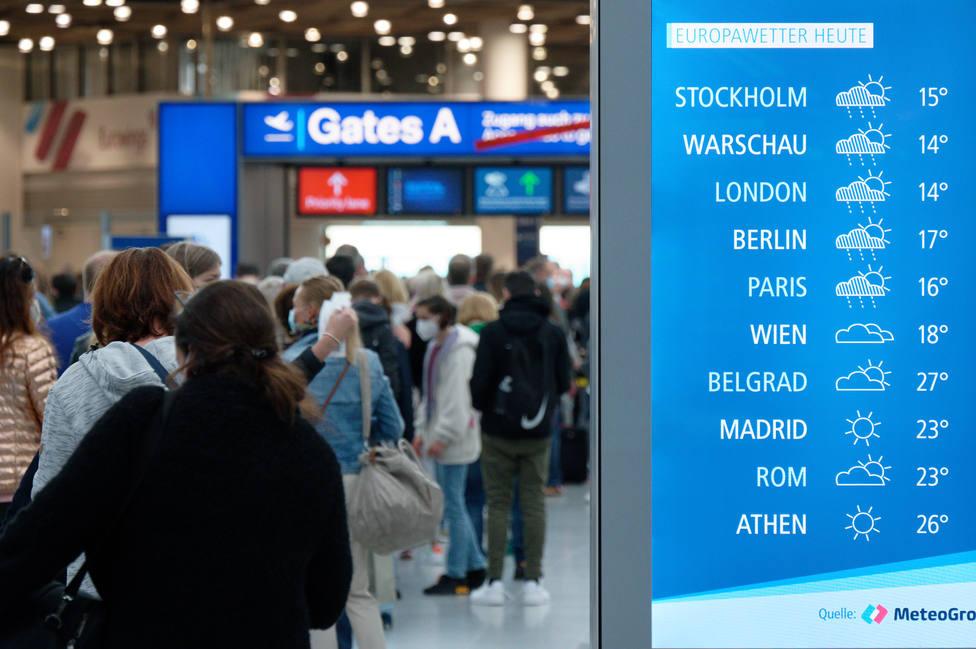 Bruselas pide a los países miembro que retiren gradualmente las restricciones de viaje dentro de la UE