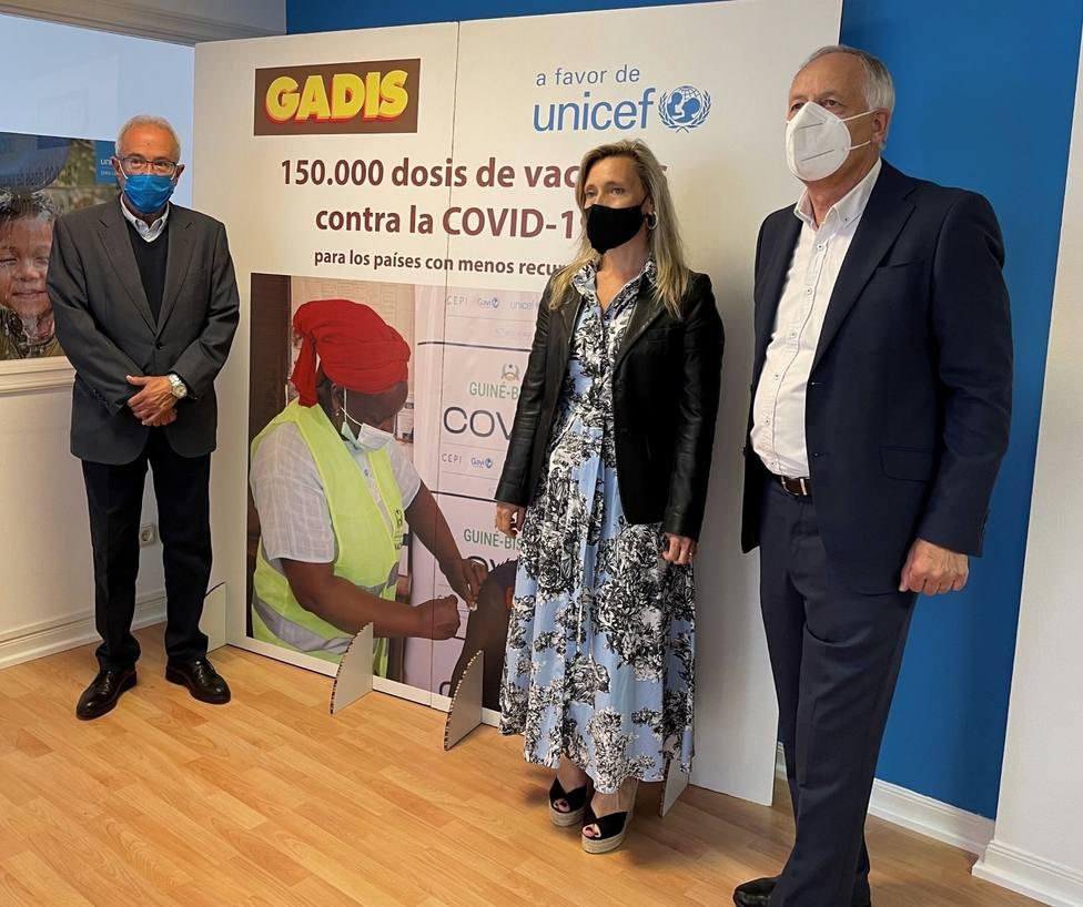 Antonio Cortés, Myriam Garabito y José Luis Fernández Astray tras la firma del acuerdo - FOTO: Gadisa