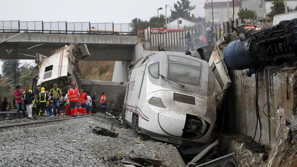 Un centenar de personas recuerdan a las víctimas del accidente de tren de Angrois y piden justicia y verdad