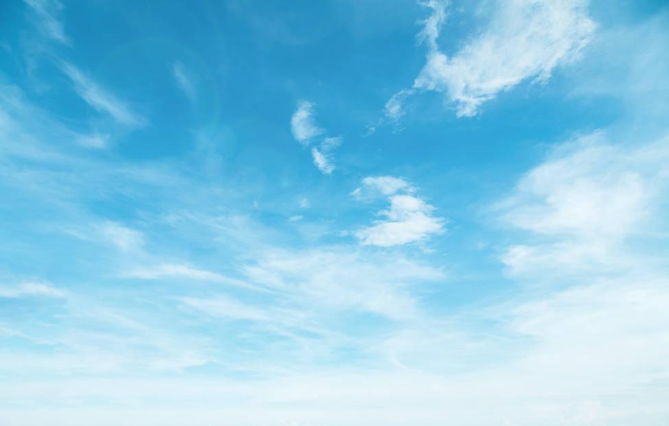 Domingo de cielos despejados y poco nubosos