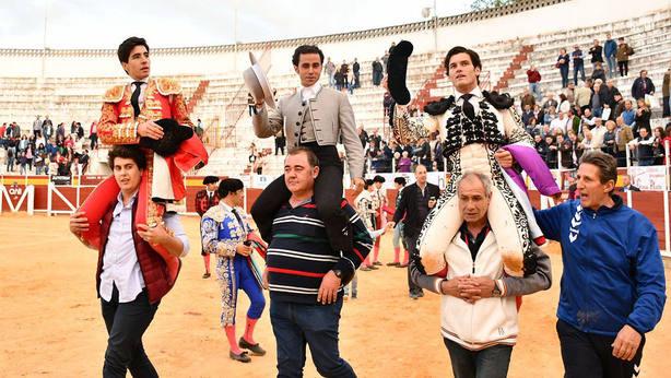 Álvaro Lorenzo, Juan Manuel Munera y José Garrido, a hombros en Tomelloso