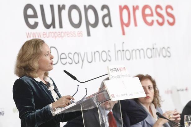 Calviño dice que habrá que reflexionar sobre la pensión de viudedad en la reforma del sistema en su conjunto