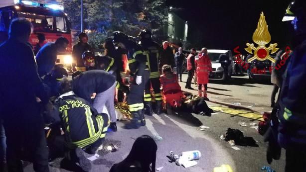 6 muertos y 120 heridos en una estampida en una discoteca italiana