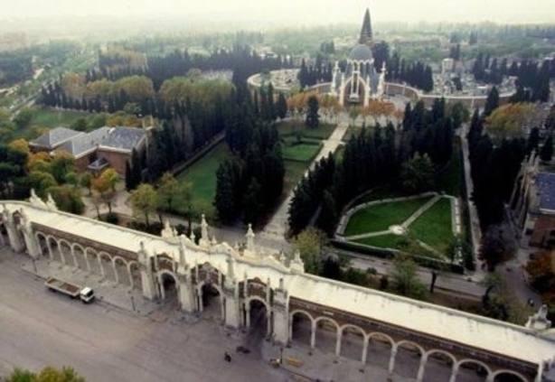 La Funeraria limpiará a la mayor brevedad posible los actos vandálicos en las tumbas de La Pasionaria y Pablo Iglesias