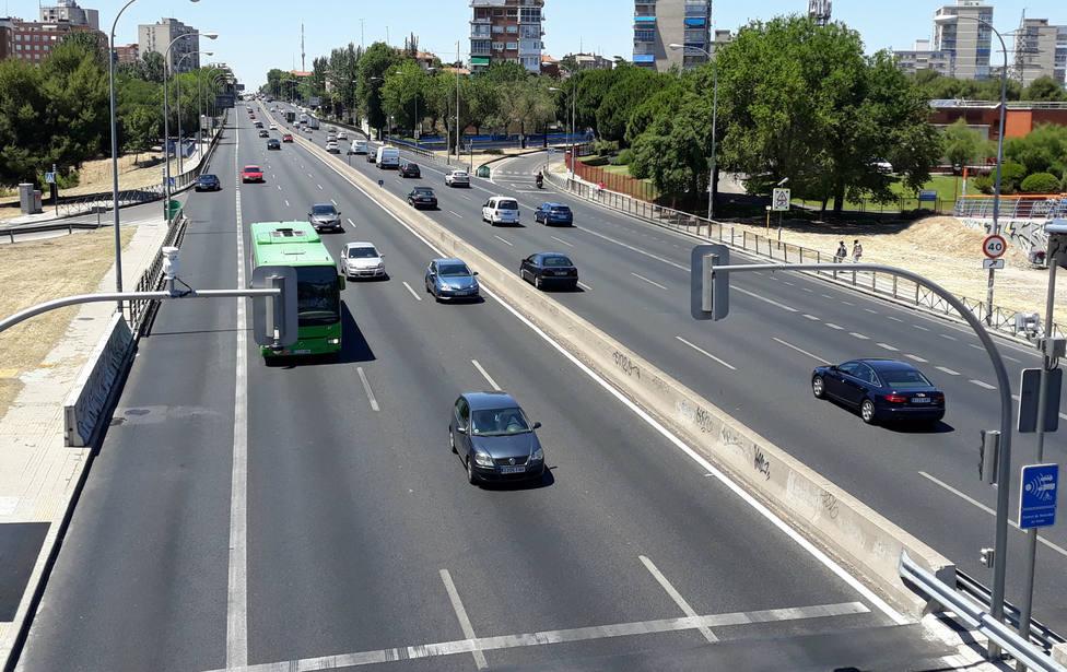 Los conductores aplauden la decisión de Martínez-Almeida de apagar los semáforos de la A5
