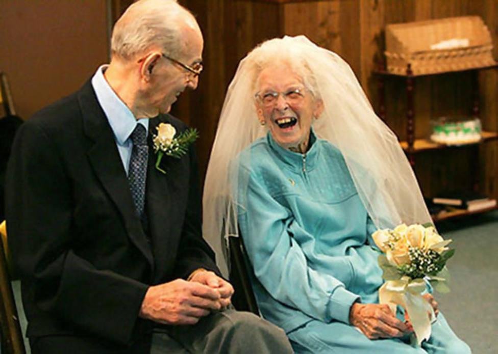 El emotivo anciano que decidió volver a casarse con su esposa para superar sus problemas de memoria