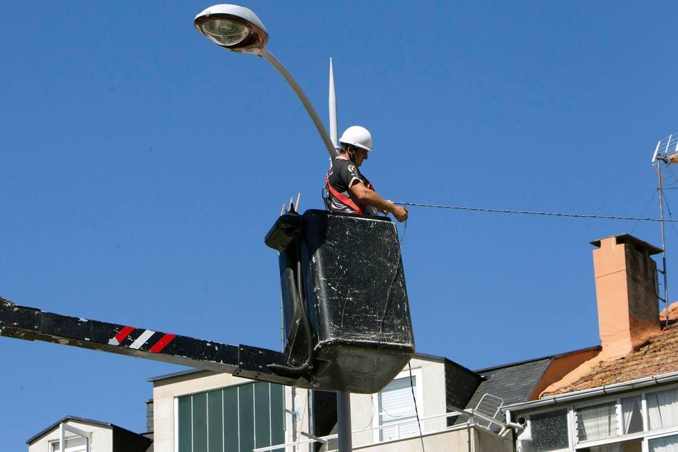 Vigo inicia la instalación del alumbrado navideño a más de 3 meses de la Navidad