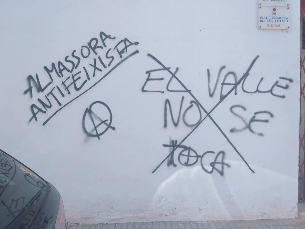 Pintadas en la sede del PSPV en Almassora