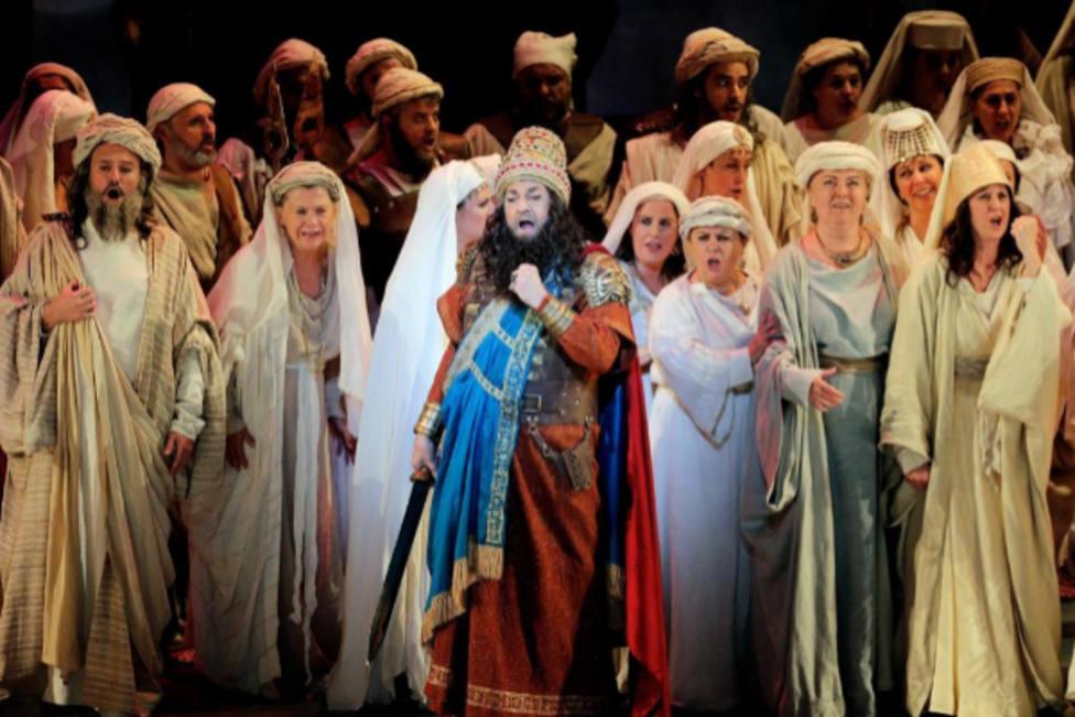 Plácido Domingo recibe el reconocimiento del público con Nabucco y su patria