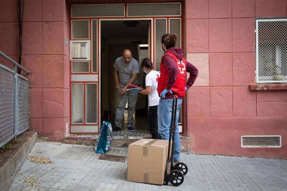 Campaña de entrega de alimentos de Creu Roja Barcelona