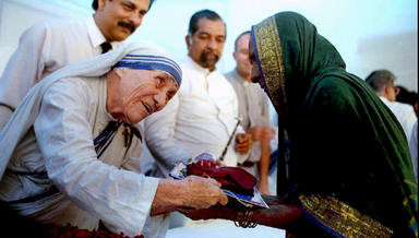Mother Teresa presents documents for a new house to a villager from Latur in Bombay