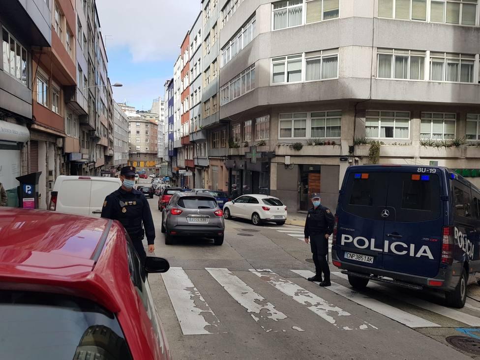 Vigilancia policial en A Falperra ante los edificios okupados